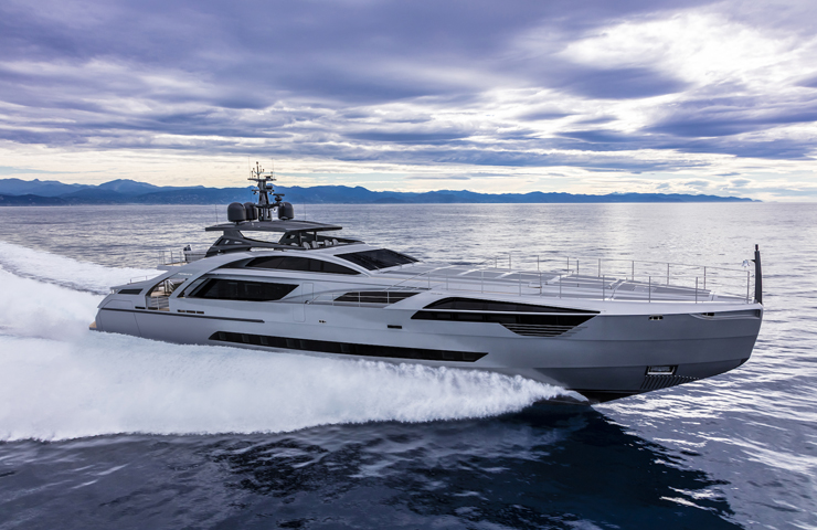 DESTAQUE Pershing 140 running shot