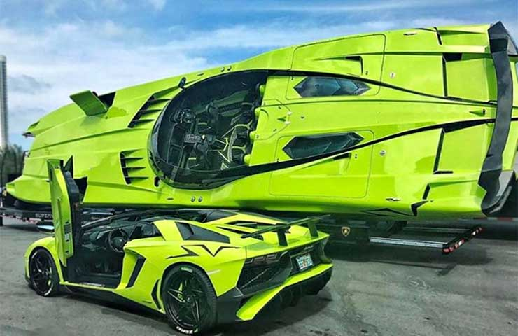 Customized Lamborghini Aventador SV Roadster with Speedboat DESTAQUE